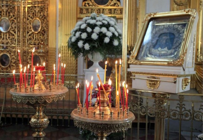 Как ставить свечки в церкви