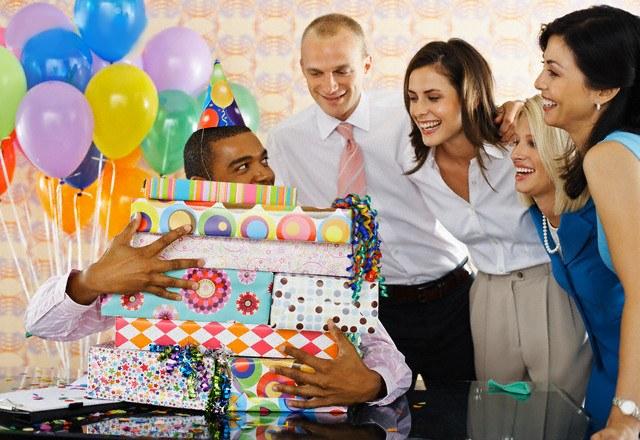 Как подлинно поздравить коллегу с днем рождения